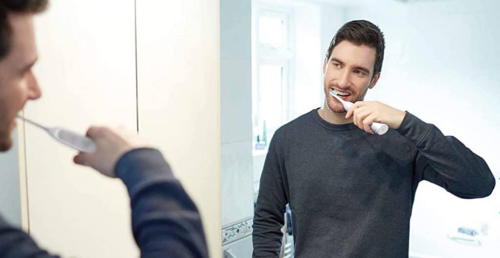 une brosse à dents manuelle ou électrique ?